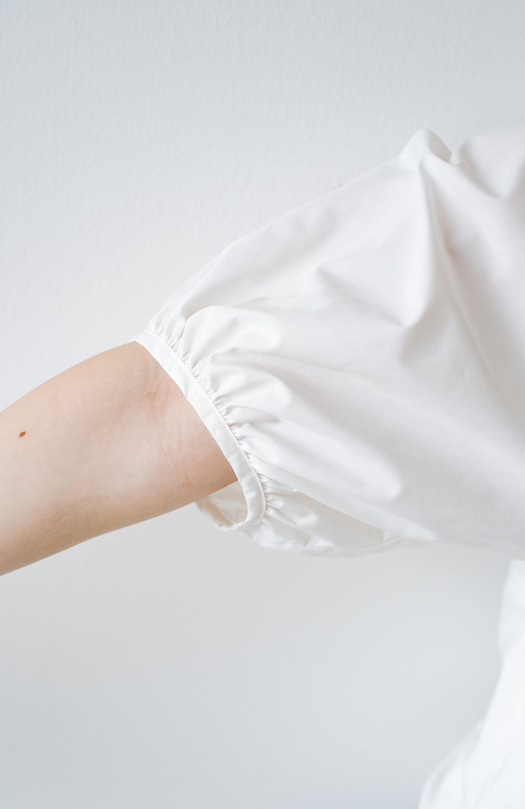 haco! Tシャツの代わりにこれ着とこう!二の腕隠してかわいげ増します!ちょうちん袖トップス by que made me <ホワイト>の商品写真10