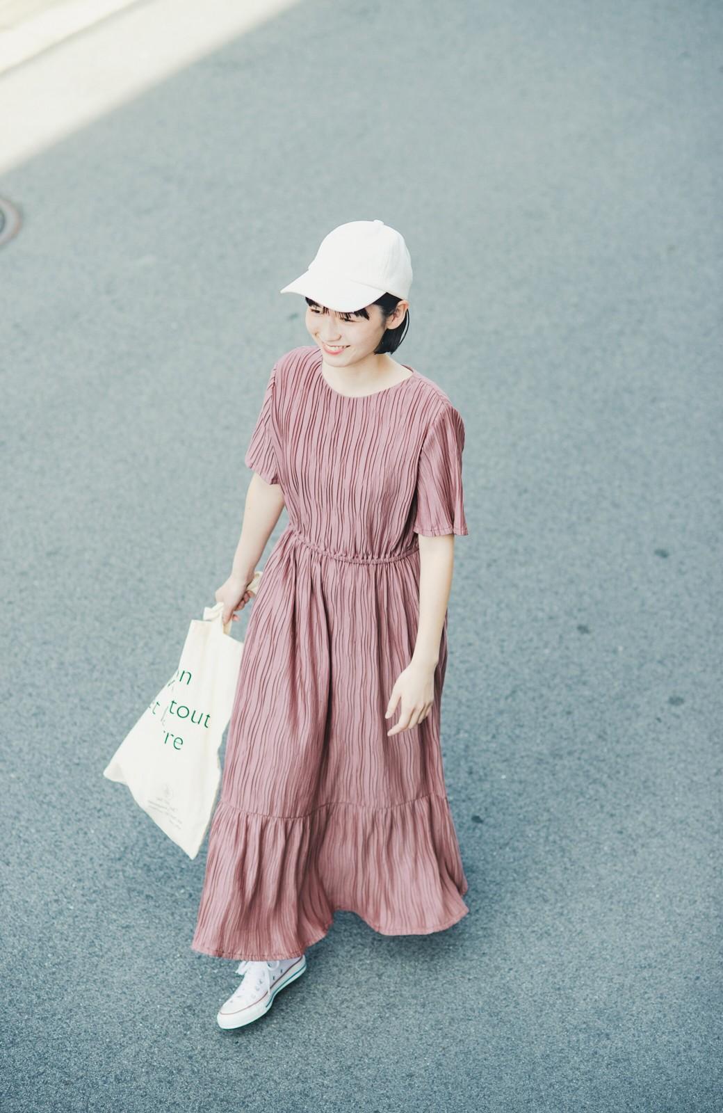 haco! やる気が出ない日もパッと着てかわいくなれる ランダムプリーツのティアードワンピース <スモークピンク>の商品写真16