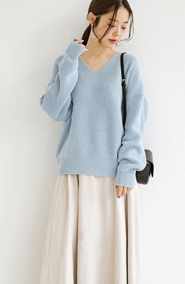haco! 難しい抜き衿スタイルも思いのままに!着まわし力抜群で毎日着たくなるシンプルVネックニットトップス<ライトブルー>の商品写真