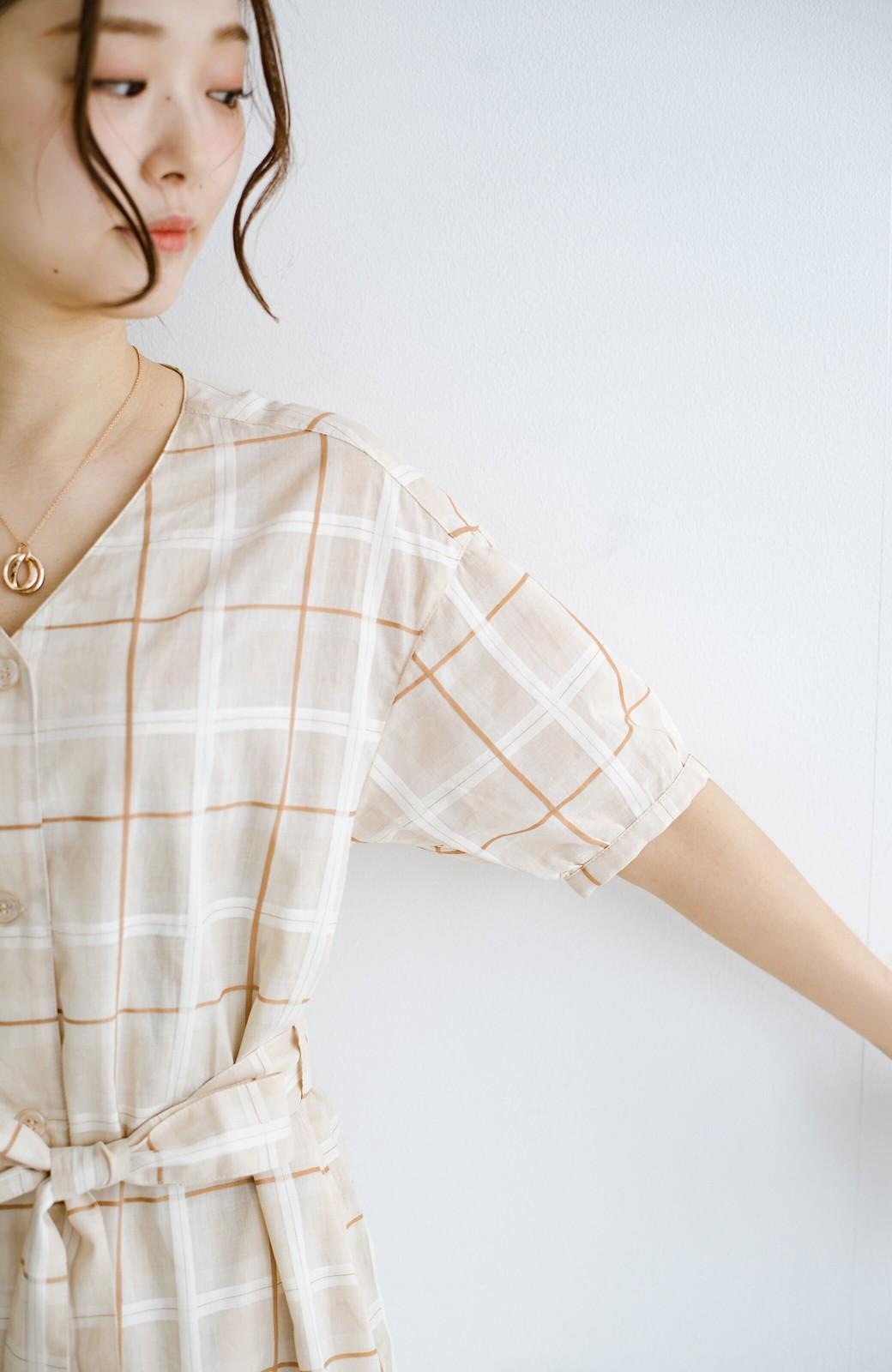 haco! 1枚でも羽織っても様になるベルト付きワンピースとインナーキャミワンピースセット <ライトベージュ>の商品写真24