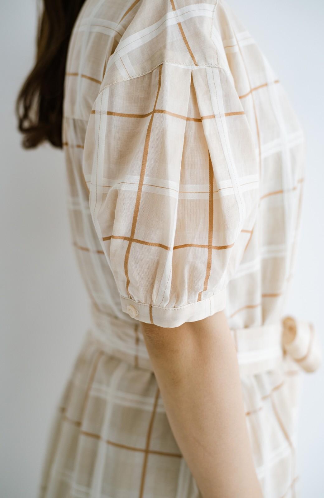haco! 1枚でも羽織っても様になるベルト付きワンピースとインナーキャミワンピースセット <ライトベージュ>の商品写真6