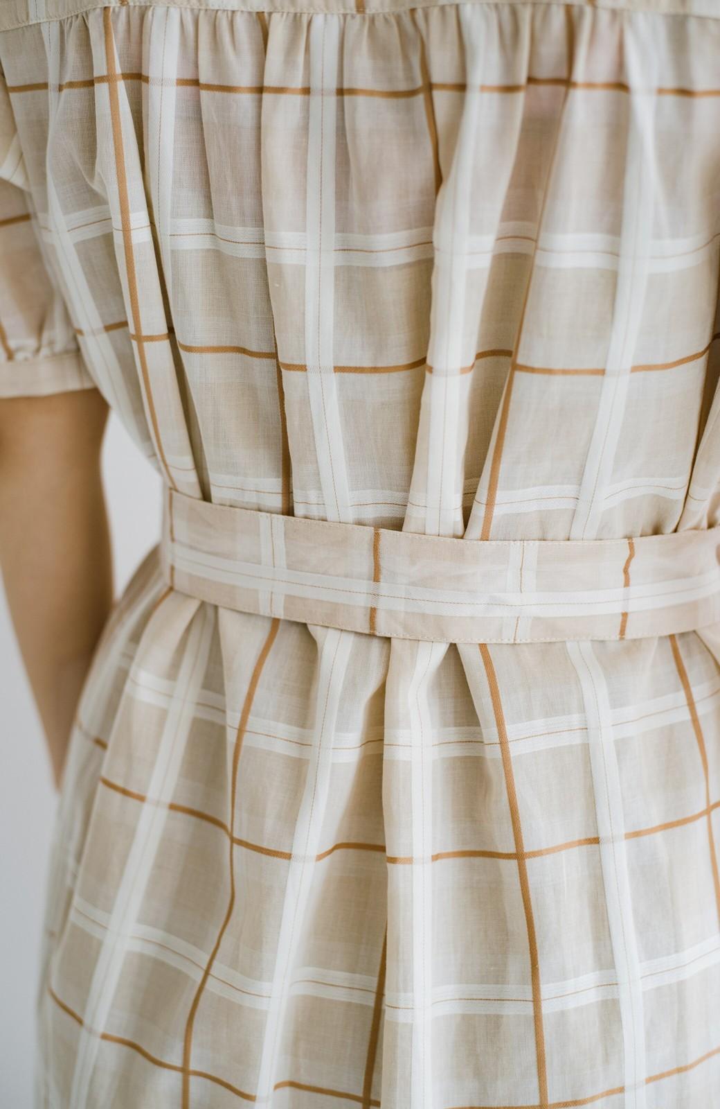 haco! 1枚でも羽織っても様になるベルト付きワンピースとインナーキャミワンピースセット <ライトベージュ>の商品写真25