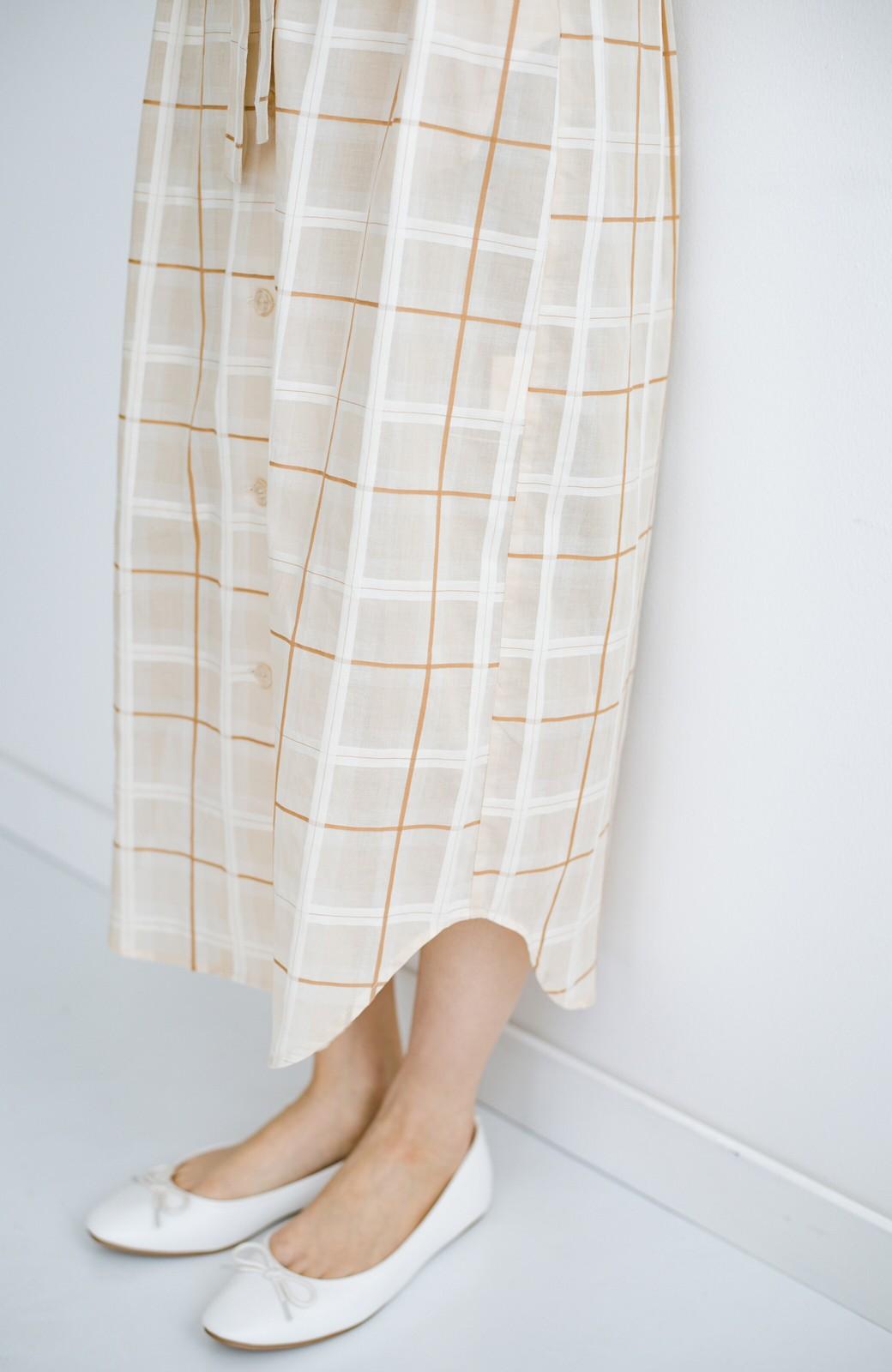 haco! 1枚でも羽織っても様になるベルト付きワンピースとインナーキャミワンピースセット <ライトベージュ>の商品写真9