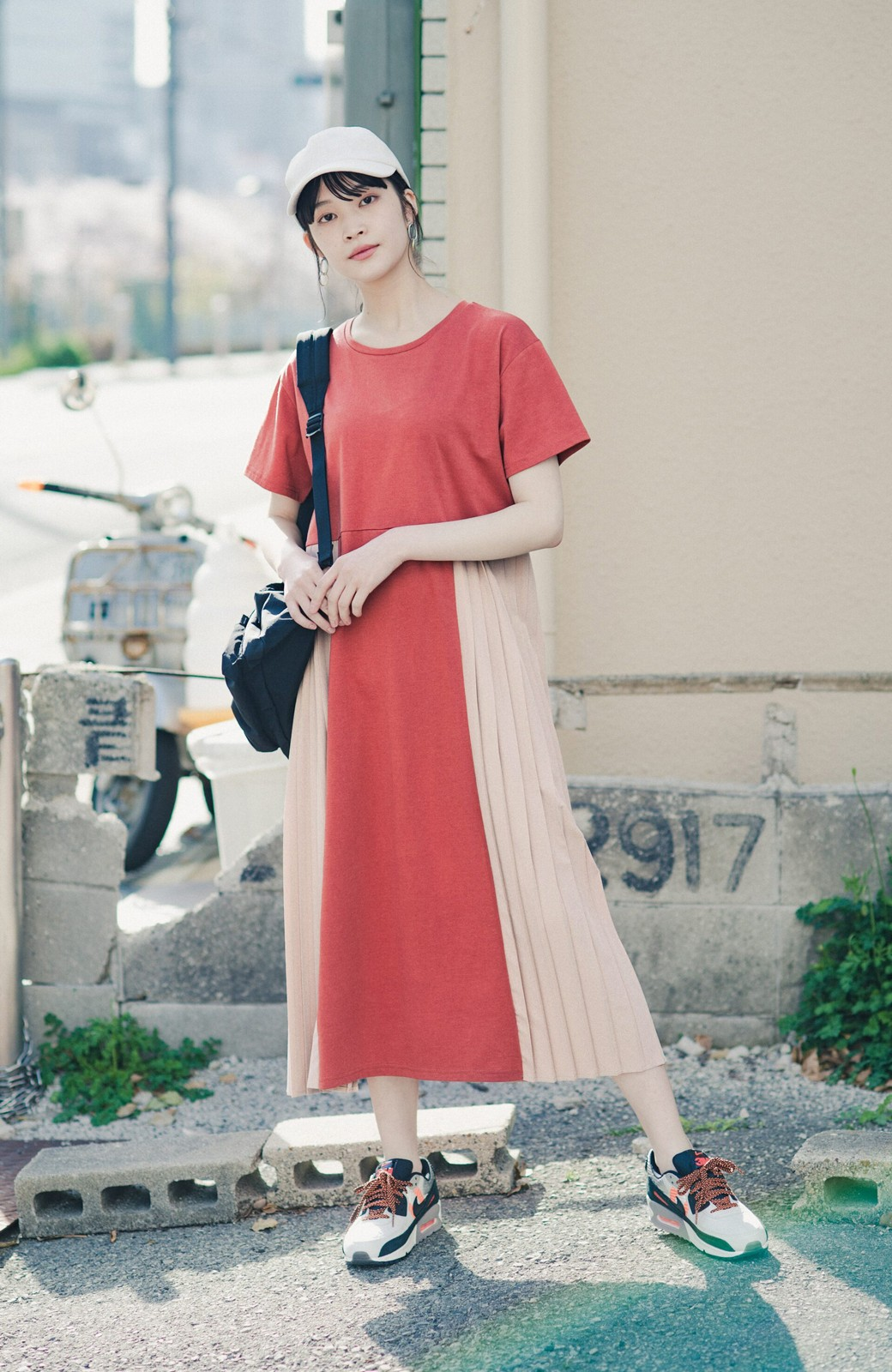 haco! ぱっと着るだけでこなれたレイヤード風コーデが完成する サイドプリーツワンピース <テラコッタ>の商品写真4