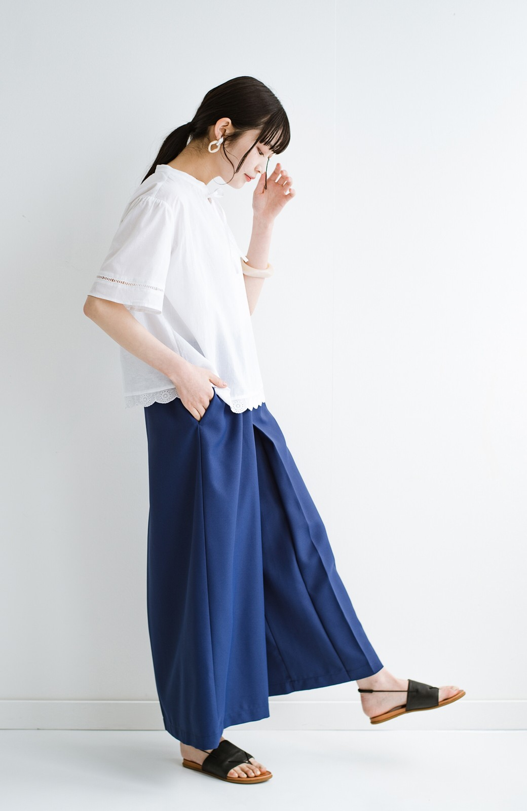 haco! スカート感覚でゆったりはけちゃう お仕事にも便利なきれいめタックワイドパンツ <ネイビー>の商品写真18