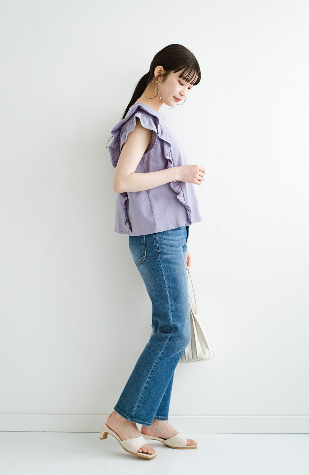 haco! (φ)顔周りぱっと華やか!Tシャツ感覚で着られて便利なフリルカットソートップス <ラベンダー>の商品写真15