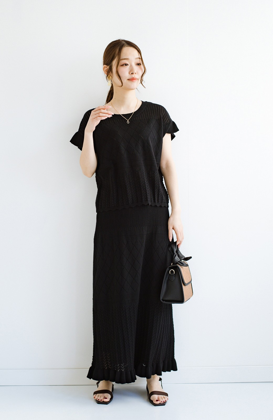 haco! (φ)透けすぎないから安心して着られる 華やか透かし編みニットトップス <ブラック>の商品写真14