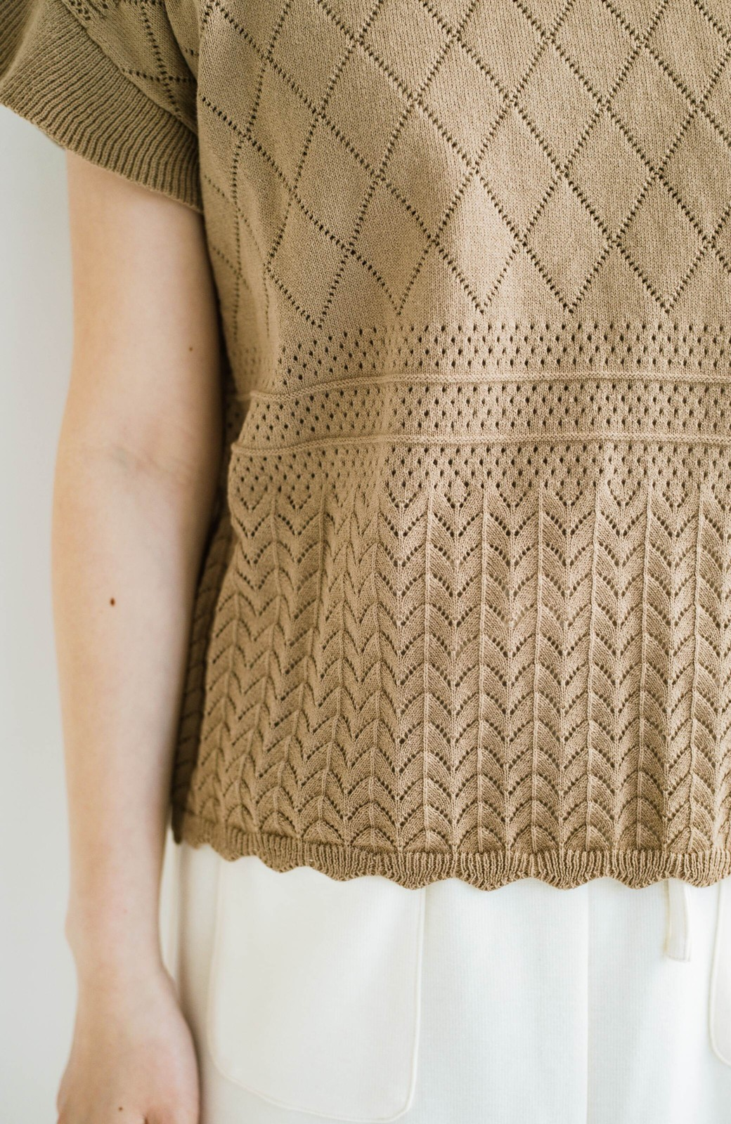 haco! (φ)透けすぎないから安心して着られる 華やか透かし編みニットトップス <カーキブラウン>の商品写真8