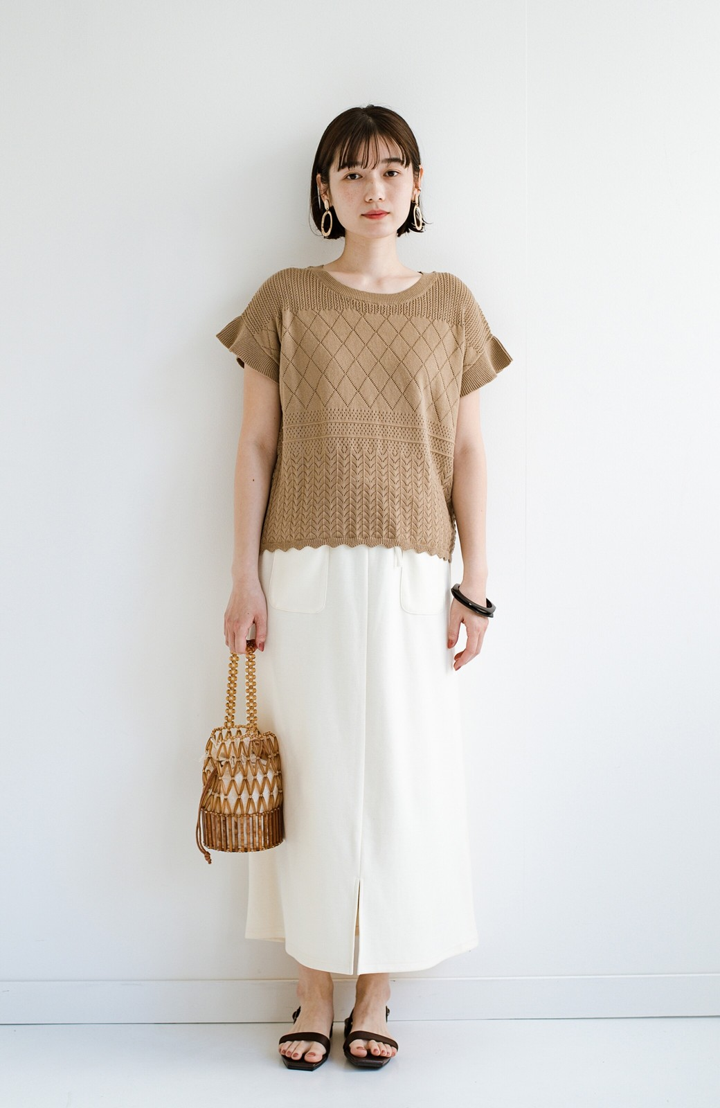 haco! (φ)透けすぎないから安心して着られる 華やか透かし編みニットトップス <カーキブラウン>の商品写真12