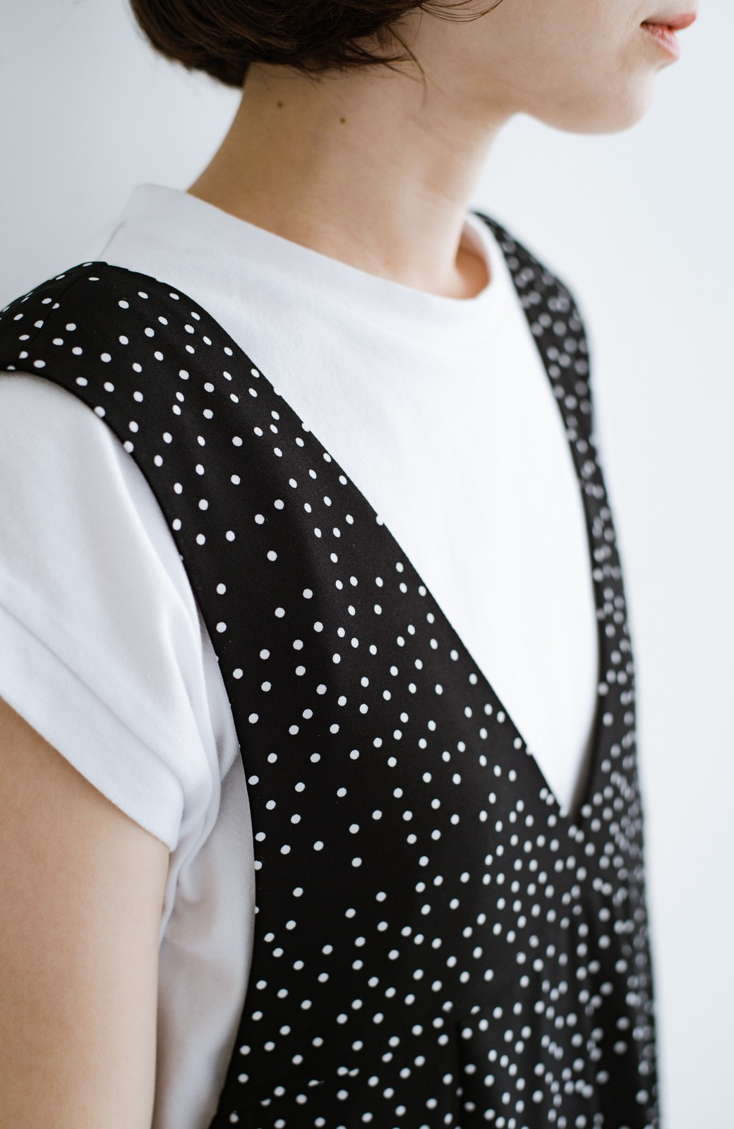 haco! 軽やか素材のドット柄登場!Tシャツにもニットにもずーーーっと着られて便利なジャンパースカート <ブラック系その他>の商品写真6