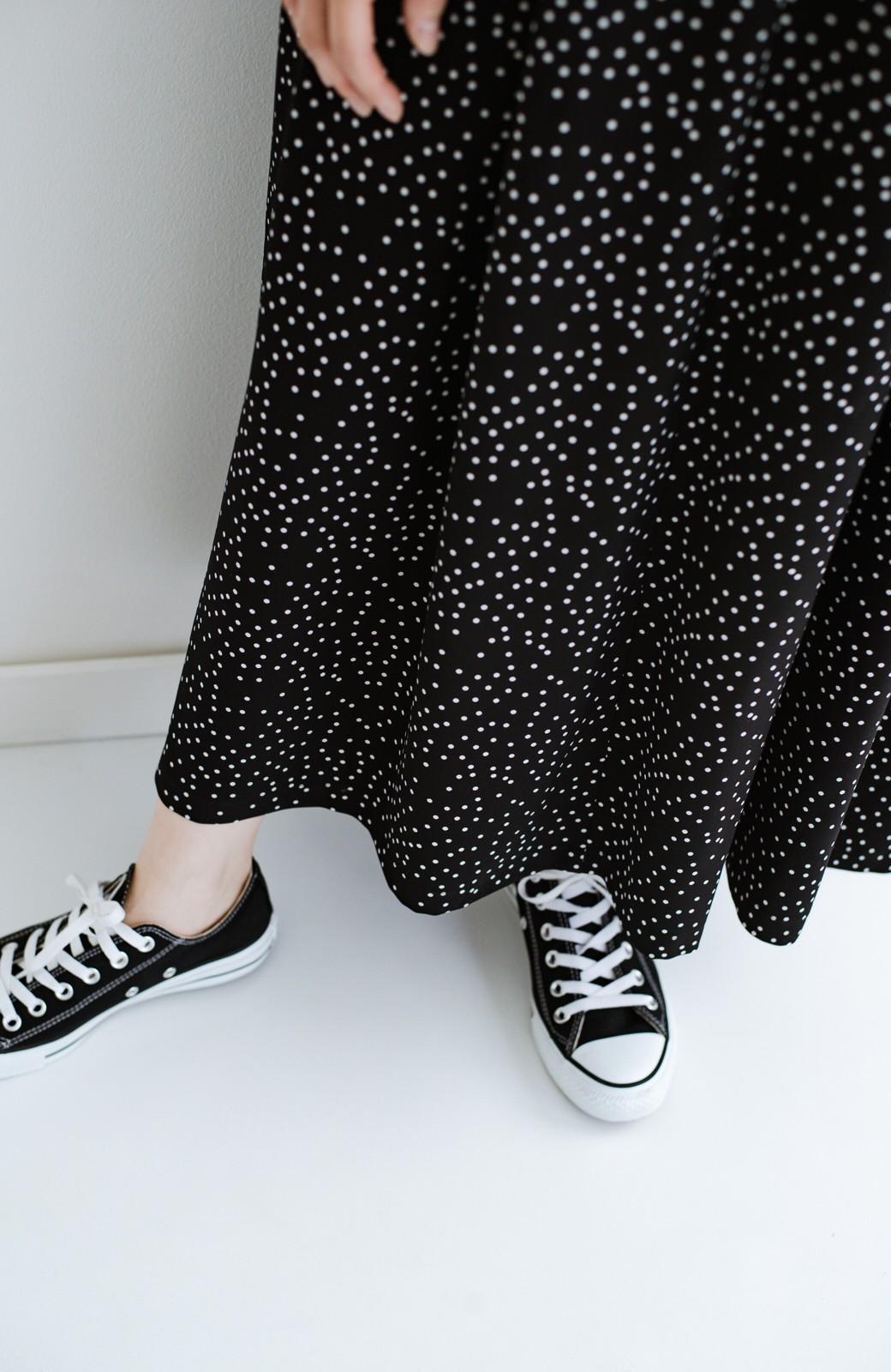 haco! 軽やか素材のドット柄登場!Tシャツにもニットにもずーーーっと着られて便利なジャンパースカート <ブラック系その他>の商品写真9