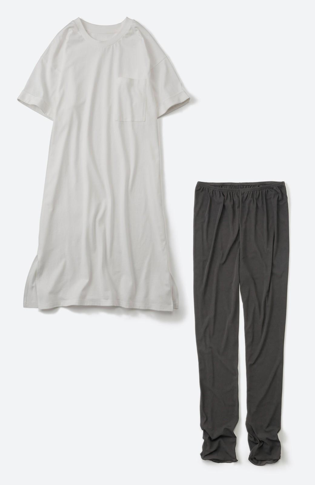 haco! 定番重ね着コーデを今っぽくアップデートできちゃう Tシャツワンピースとソフトチュールレギンスセット <オフホワイト>の商品写真2