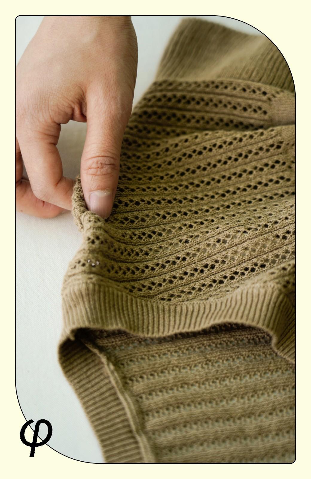 haco! (φ)透けすぎないから安心して着られる 華やか透かし編みニットトップス <カーキブラウン>の商品写真3