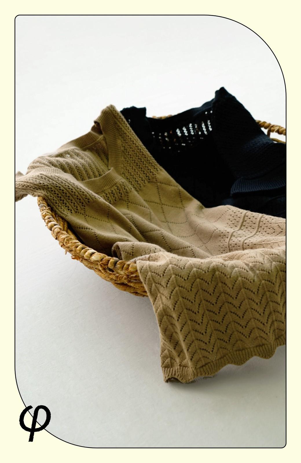 haco! (φ)透けすぎないから安心して着られる 華やか透かし編みニットトップス <カーキブラウン>の商品写真5