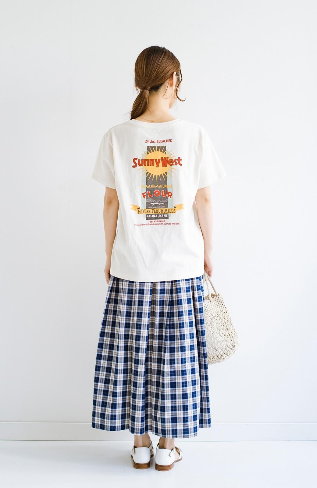 haco! LadyLee 古着のような風合いがかっこいい デニムにもスカートにも似合うロゴプリントTシャツ <アイボリー>の商品写真10