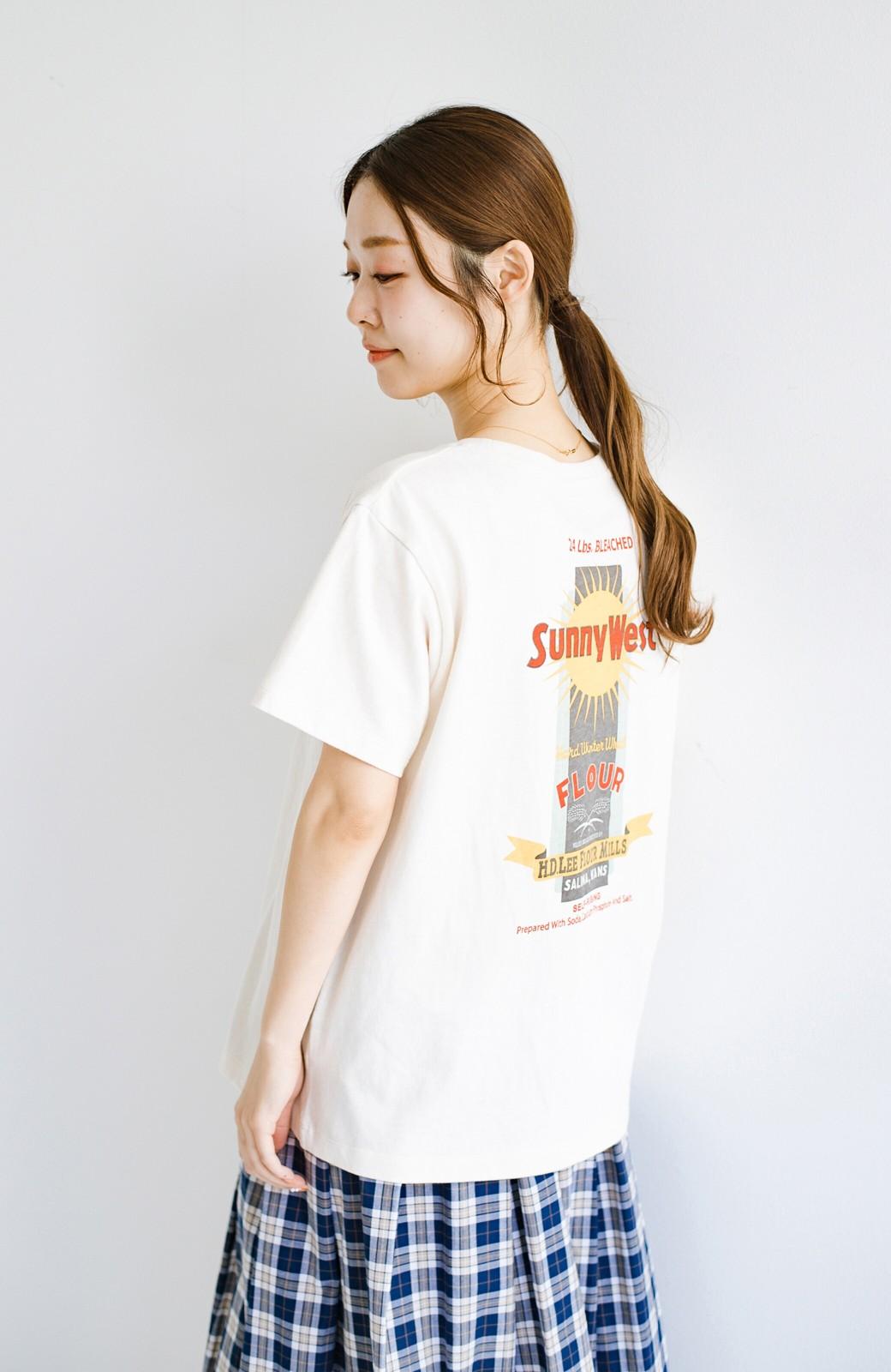 haco! LadyLee 古着のような風合いがかっこいい デニムにもスカートにも似合うロゴプリントTシャツ <アイボリー>の商品写真12