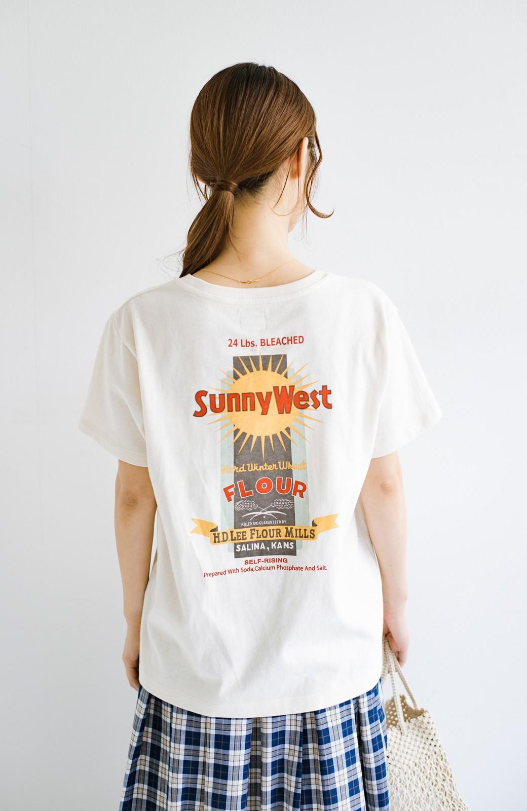 haco! LadyLee 古着のような風合いがかっこいい デニムにもスカートにも似合うロゴプリントTシャツ <アイボリー>の商品写真13