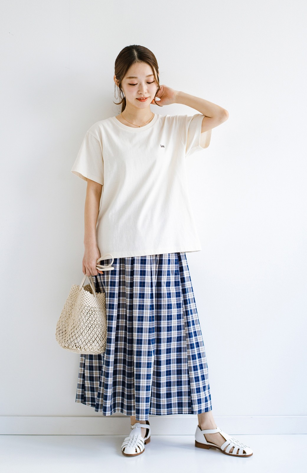 haco! LadyLee 古着のような風合いがかっこいい デニムにもスカートにも似合うロゴプリントTシャツ <アイボリー>の商品写真7