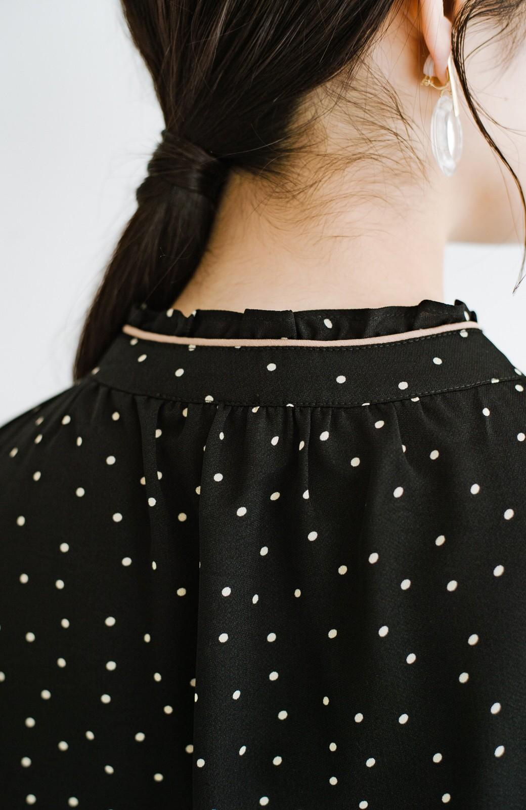 haco! パッと着てさっと華やぐ!かわいい柄のパイピングブラウス <ブラック系その他>の商品写真13