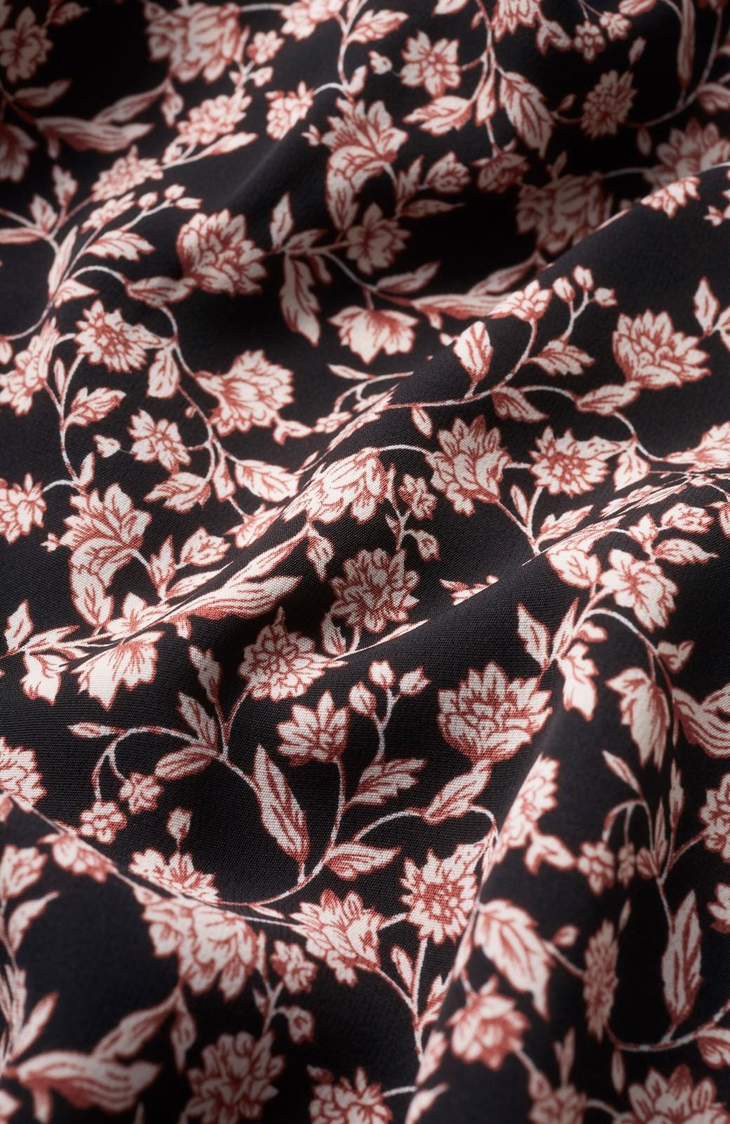haco! さっと着てコーデが華やぐ 重ね着しても羽織ってもかわいいフレアー袖にキュンとする花柄ワンピース <ブラック系その他>の商品写真4