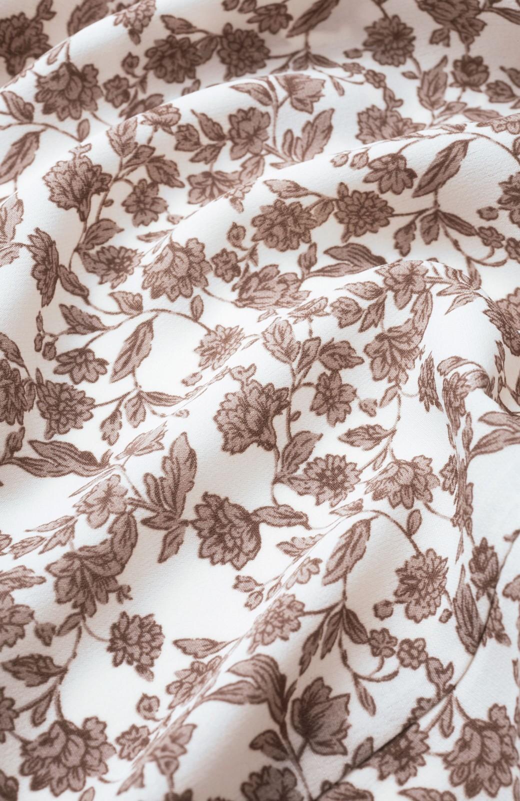 haco! さっと着てコーデが華やぐ 重ね着しても羽織ってもかわいいフレアー袖にキュンとする花柄ワンピース <ホワイト系その他>の商品写真3