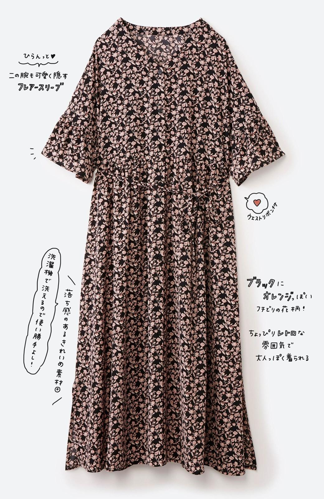 haco! さっと着てコーデが華やぐ 重ね着しても羽織ってもかわいいフレアー袖にキュンとする花柄ワンピース <ブラック系その他>の商品写真3