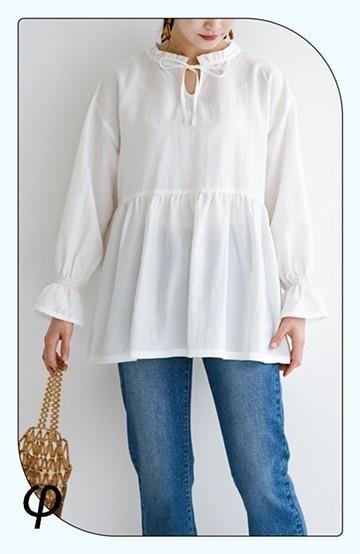 haco! (φ)これさえあればアクセサリーいらず 前後着られて便利な華やかフリルの2wayブラウス<ホワイト>の商品写真