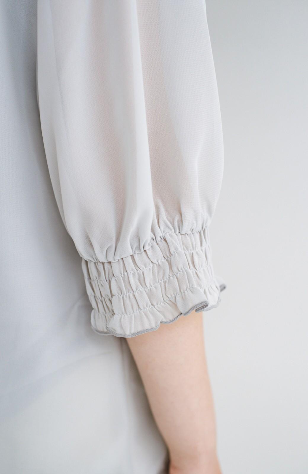 haco! 上品な透け感が華やぎをプラスしてくれるシフォントップス&ノースリーブカットソーセット <ライトグレー>の商品写真9