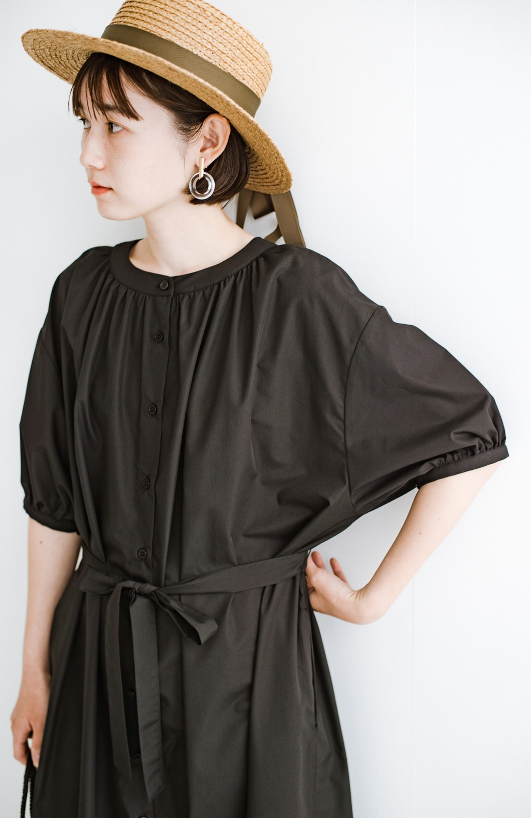 haco! 前後で着られて羽織りとしても便利! いつものパンツに重ねて着まわし上手になれるシャツワンピースby who made me <ブラック>の商品写真24