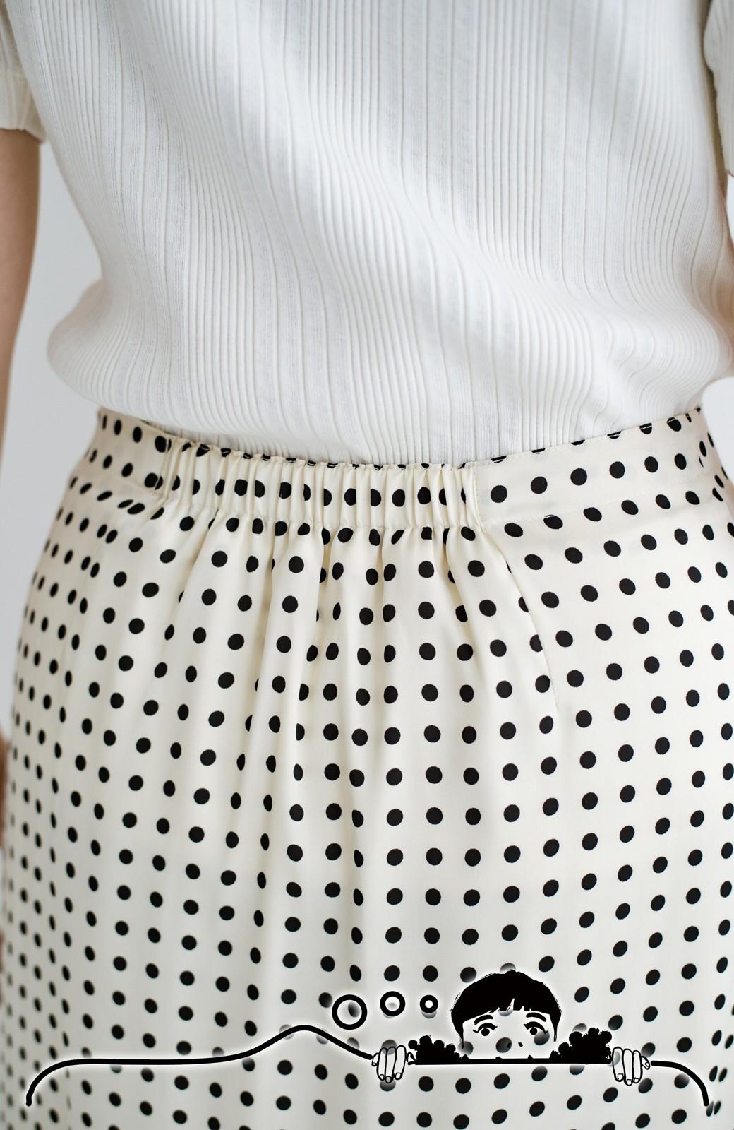 haco! 定番Tシャツを合わせるだけで女っぽい新鮮コーデが完成する ツヤやかサテンが上品なドット柄スカートby who made me <ホワイト×ブラック>の商品写真7