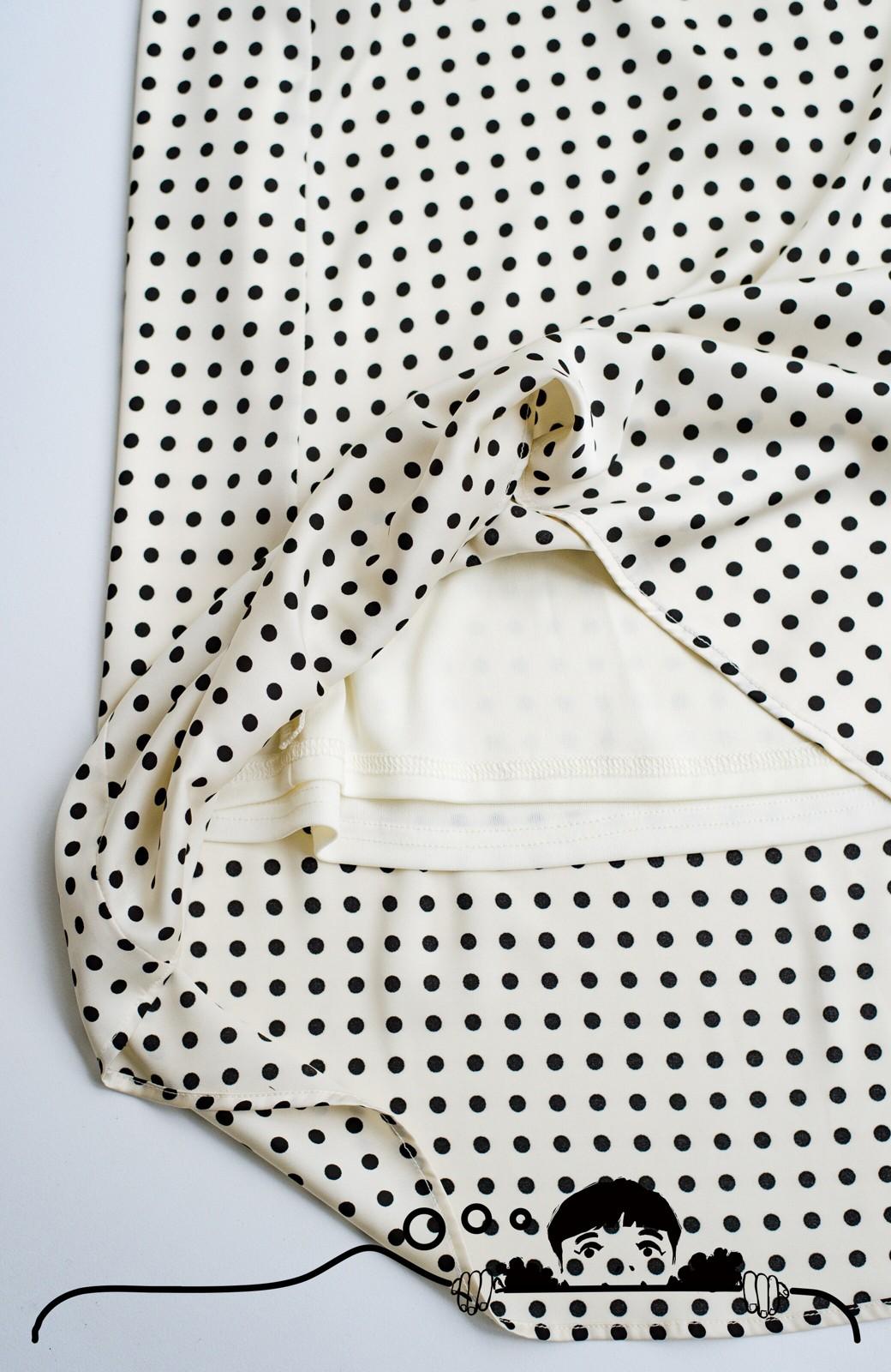 haco! 定番Tシャツを合わせるだけで女っぽい新鮮コーデが完成する ツヤやかサテンが上品なドット柄スカートby who made me <ホワイト×ブラック>の商品写真11