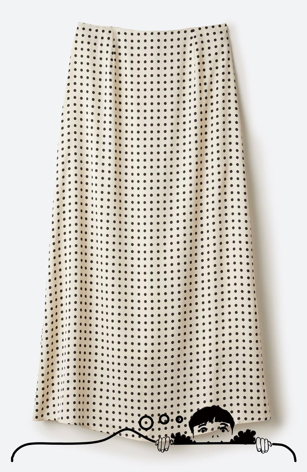 haco! 定番Tシャツを合わせるだけで女っぽい新鮮コーデが完成する ツヤやかサテンが上品なドット柄スカートby who made me <ホワイト×ブラック>の商品写真12