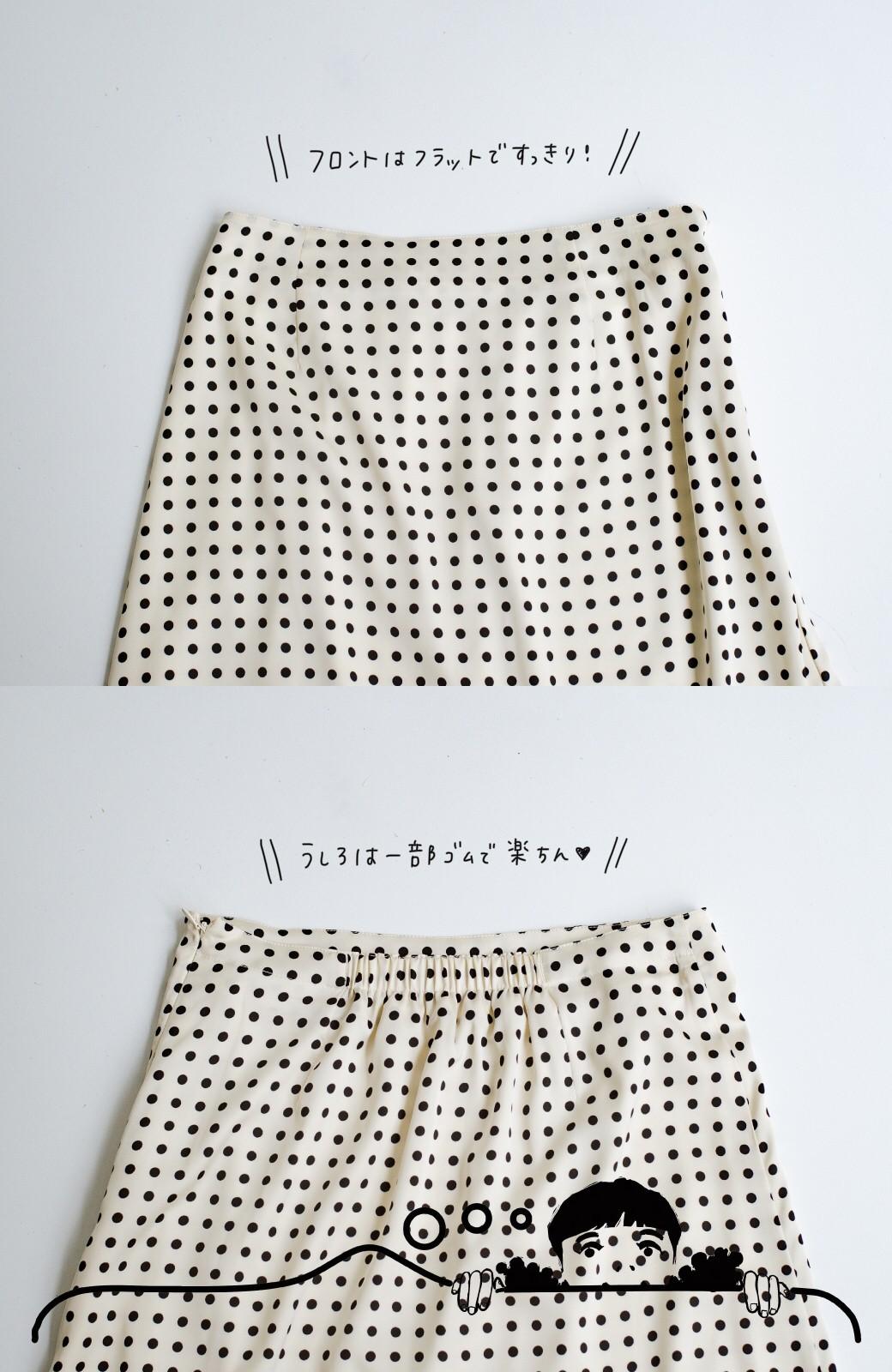 haco! 定番Tシャツを合わせるだけで女っぽい新鮮コーデが完成する ツヤやかサテンが上品なドット柄スカートby who made me <ホワイト×ブラック>の商品写真8