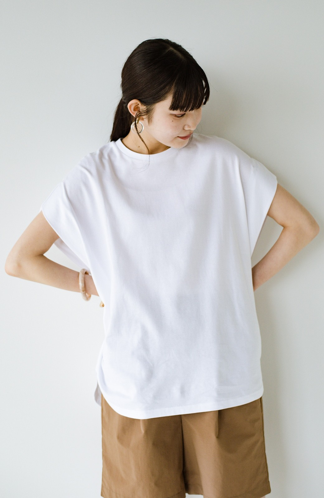 haco! PBPオーガニックコットン 楽ちんなのにブラウス気分で着られる大人のおめかしTシャツ <ホワイト>の商品写真4