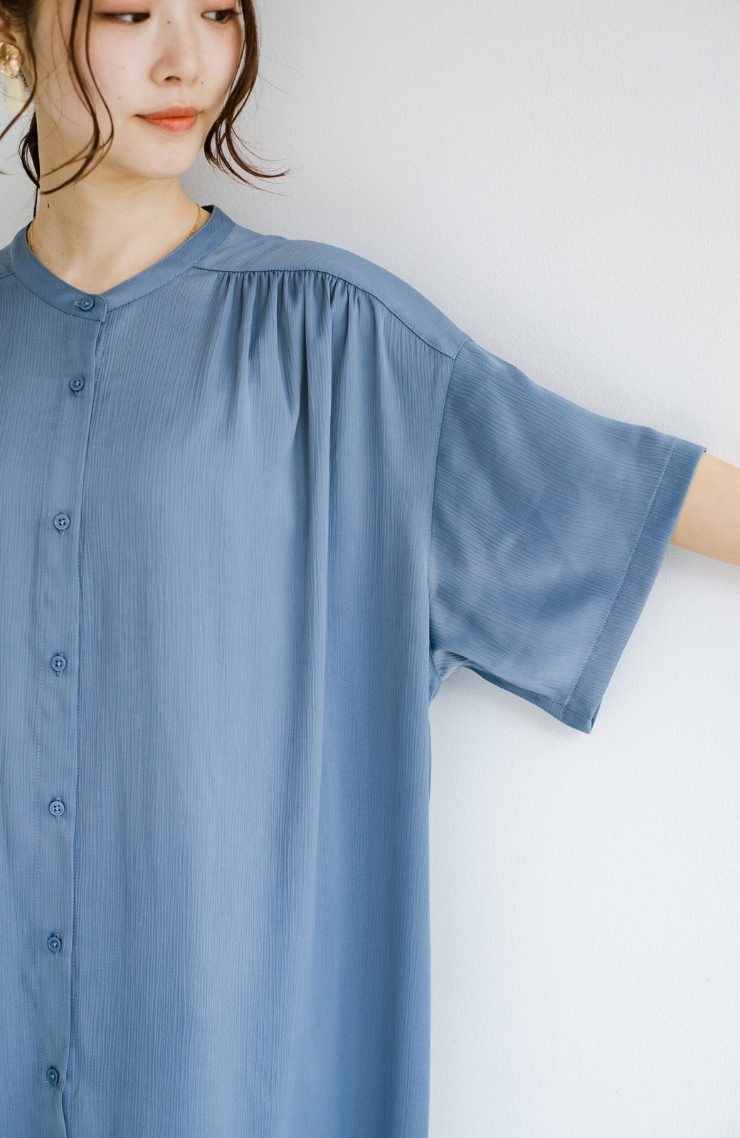 haco! 羽織としてもワンピースとしても着られちゃう 後ろ姿まで抜かりなくかわいいプリーツワンピース <ブルー>の商品写真6