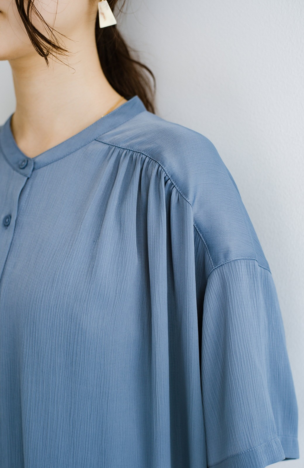 haco! 羽織としてもワンピースとしても着られちゃう 後ろ姿まで抜かりなくかわいいプリーツワンピース <ブルー>の商品写真12