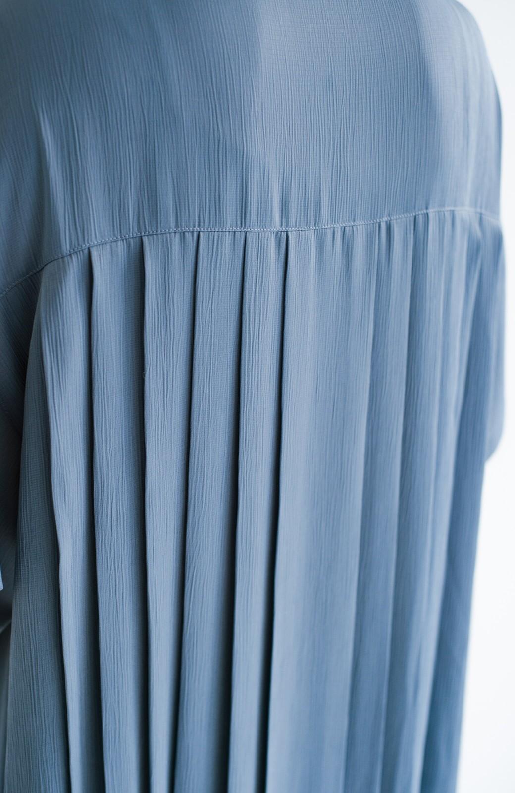 haco! 羽織としてもワンピースとしても着られちゃう 後ろ姿まで抜かりなくかわいいプリーツワンピース <ブルー>の商品写真3