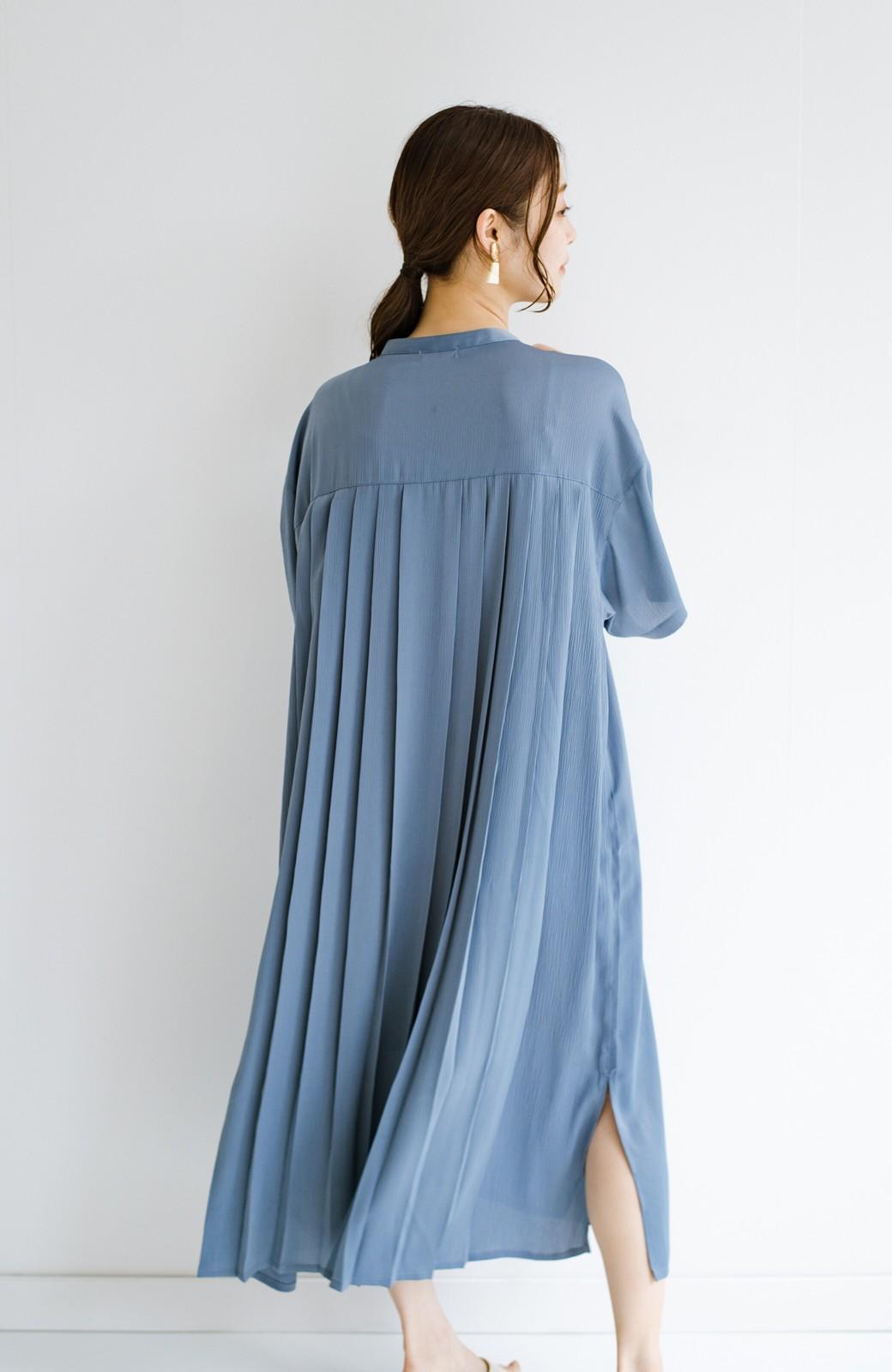 haco! 羽織としてもワンピースとしても着られちゃう 後ろ姿まで抜かりなくかわいいプリーツワンピース <ブルー>の商品写真2