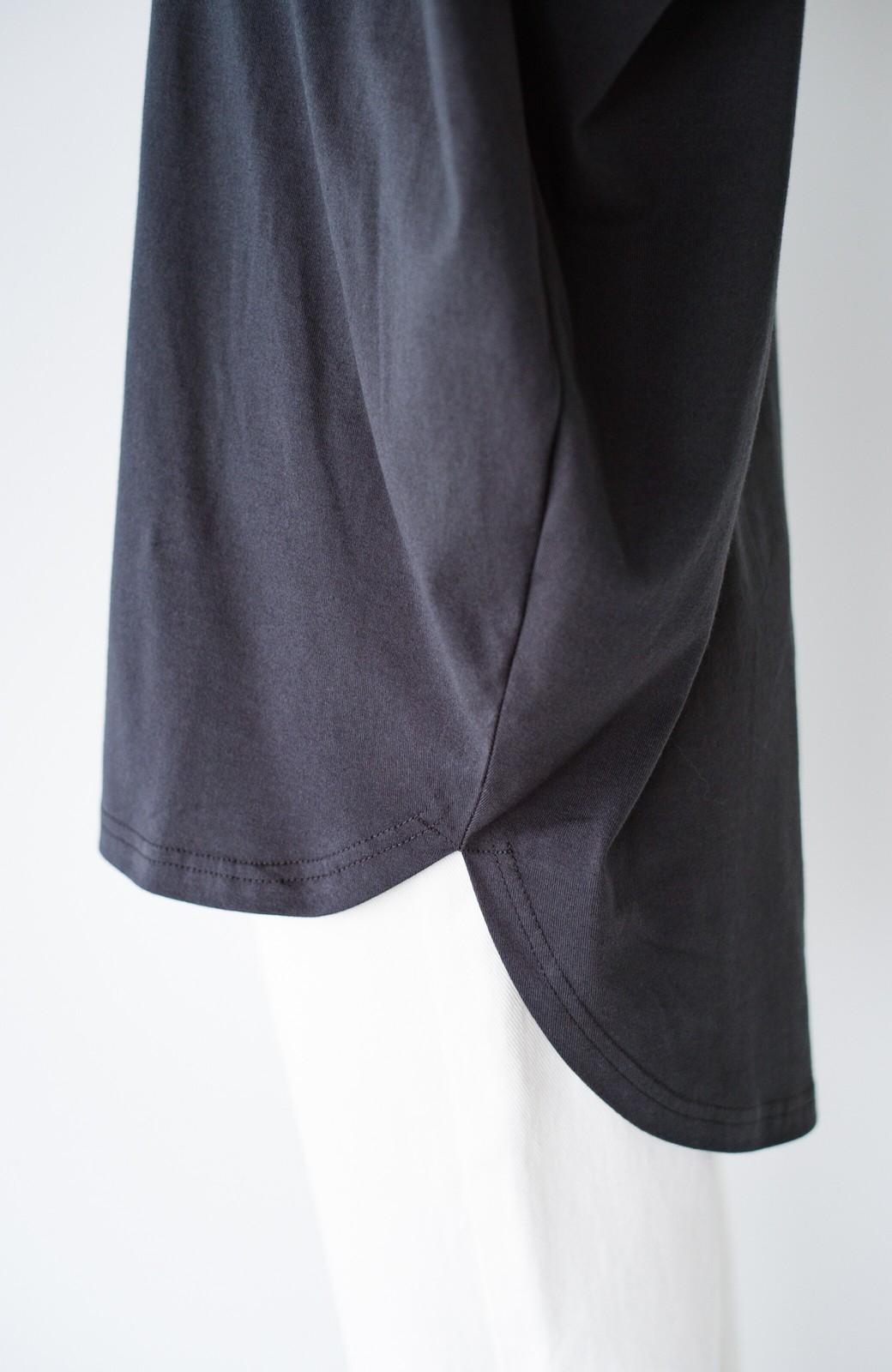 haco! PBPオーガニックコットン 楽ちんなのにブラウス気分で着られる大人のおめかしTシャツ <チャコールグレー>の商品写真6