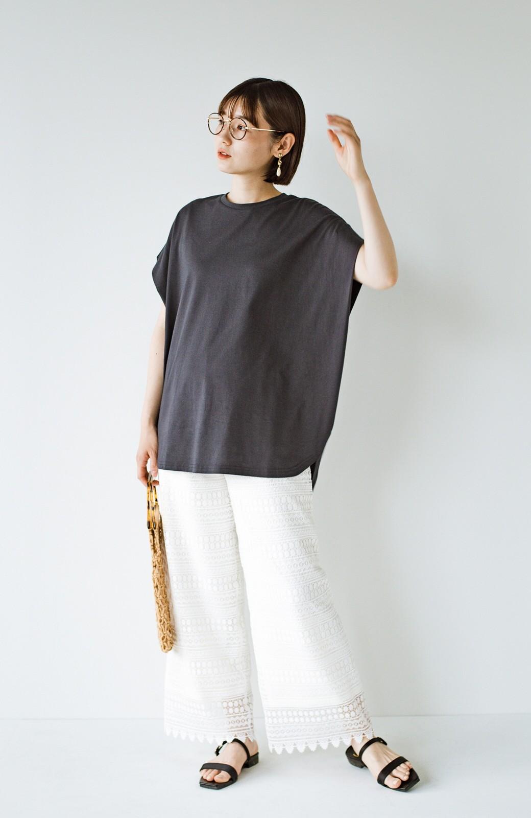 haco! PBPオーガニックコットン 楽ちんなのにブラウス気分で着られる大人のおめかしTシャツ <チャコールグレー>の商品写真14