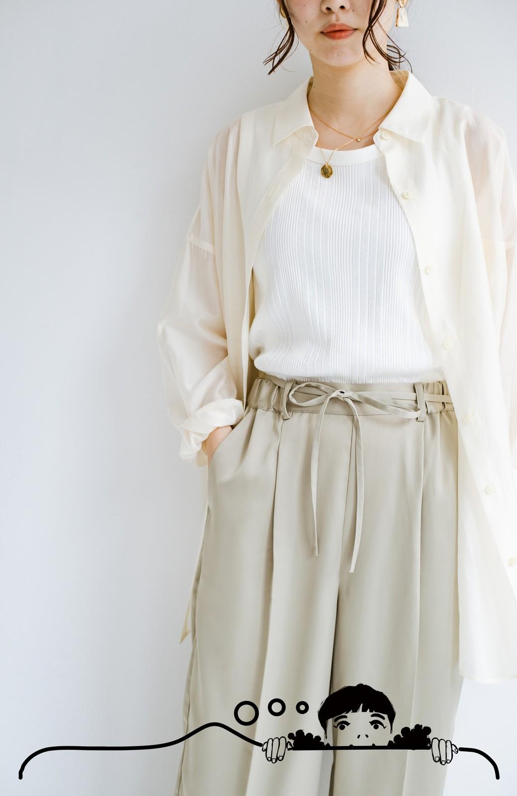haco! シンプルTシャツに合わせるだけでこなれて見える ほどよく女っぽいツヤやかサテンのセンタープレスパンツby who made me <ライトオリーブ>の商品写真8