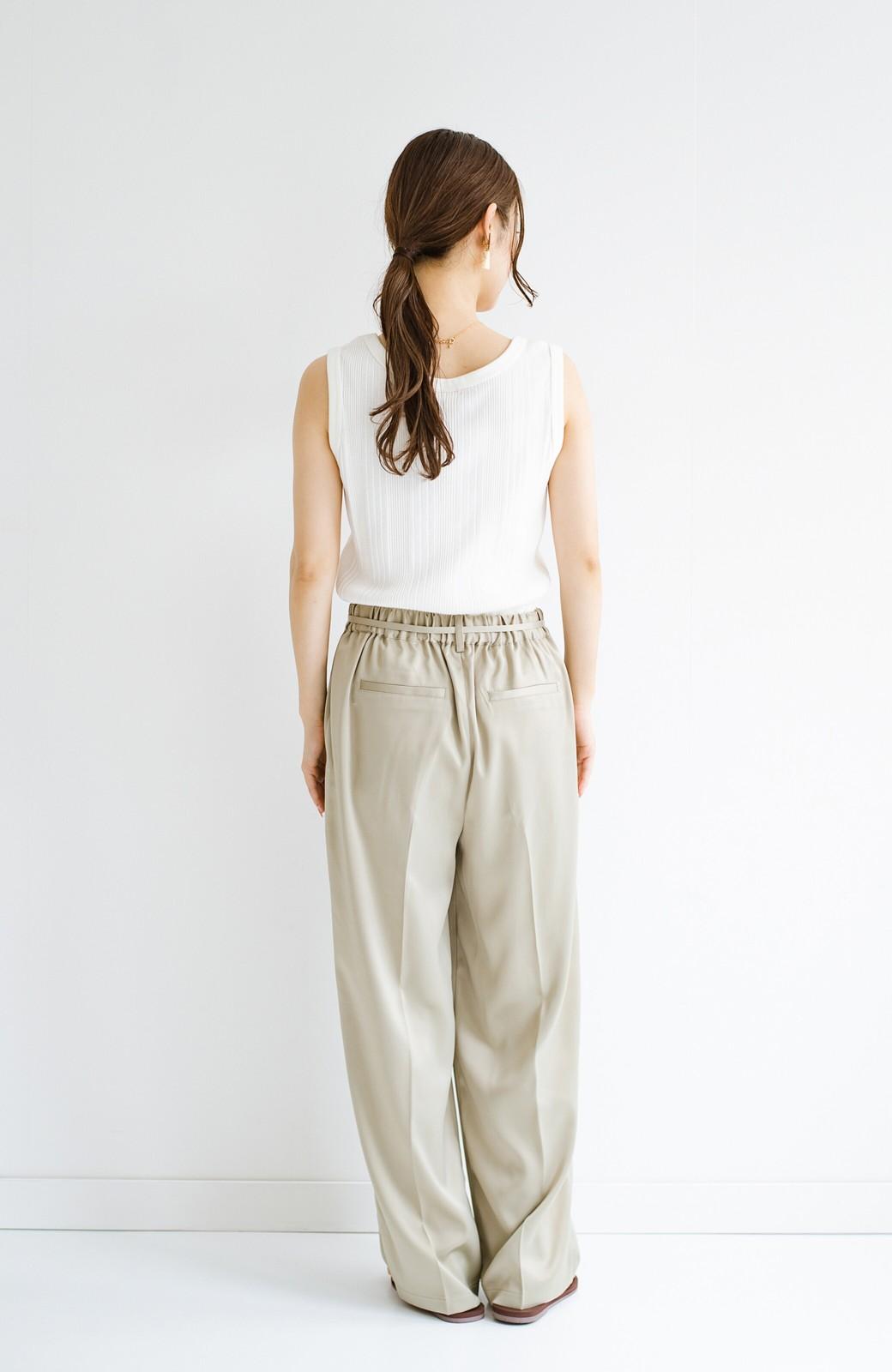 haco! シンプルTシャツに合わせるだけでこなれて見える ほどよく女っぽいツヤやかサテンのセンタープレスパンツby who made me <ライトオリーブ>の商品写真20