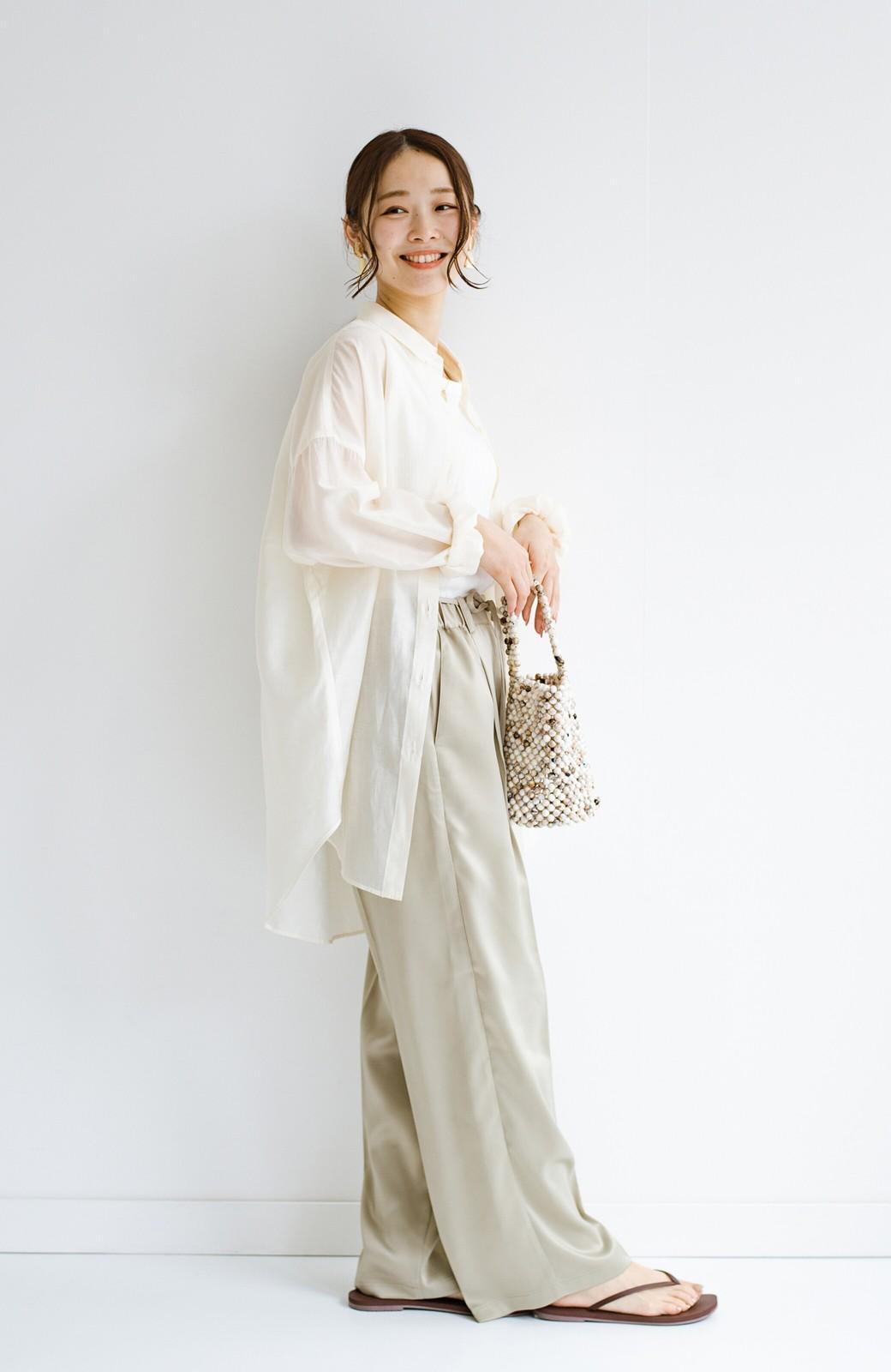 haco! シンプルTシャツに合わせるだけでこなれて見える ほどよく女っぽいツヤやかサテンのセンタープレスパンツby who made me <ライトオリーブ>の商品写真19