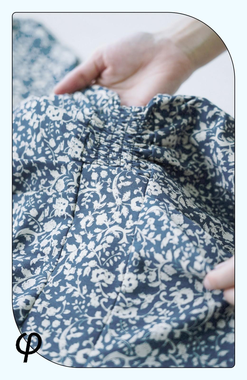 haco! (φ)楽ちんもおしゃれも叶えてくれる コーデがぱっと華やぐギャザーフレアーワンピース <ブルー>の商品写真4