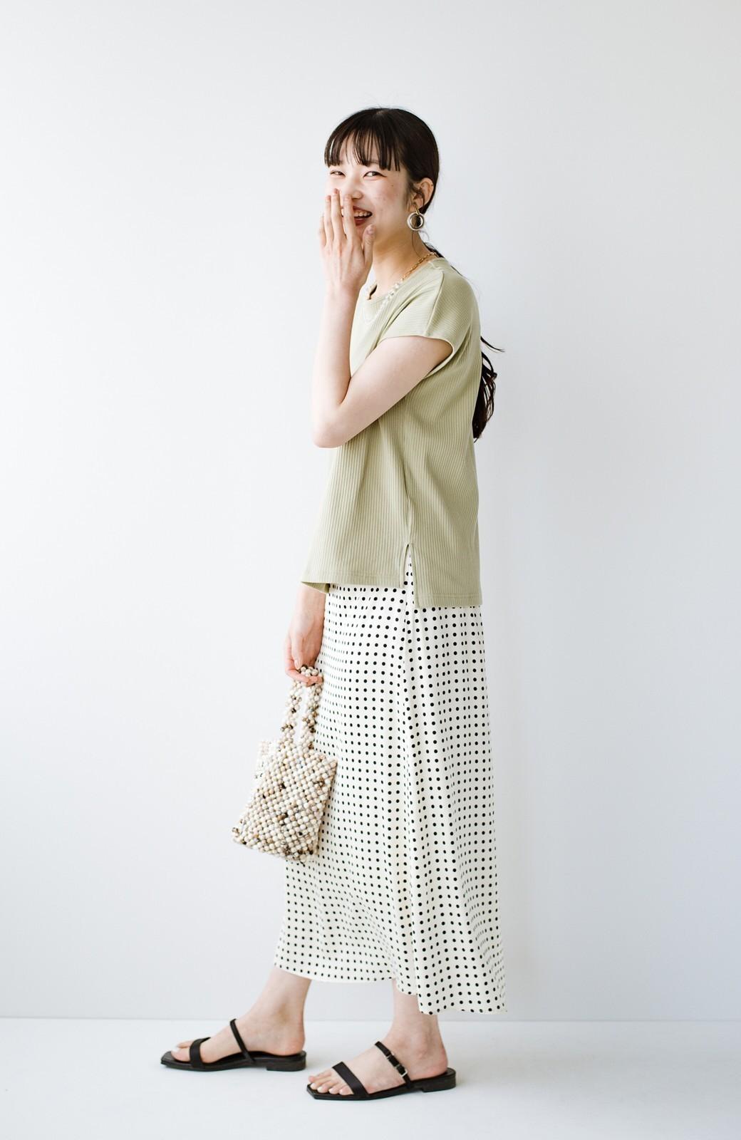 haco! 定番Tシャツを合わせるだけで女っぽい新鮮コーデが完成する ツヤやかサテンが上品なドット柄スカートby who made me <ホワイト×ブラック>の商品写真17