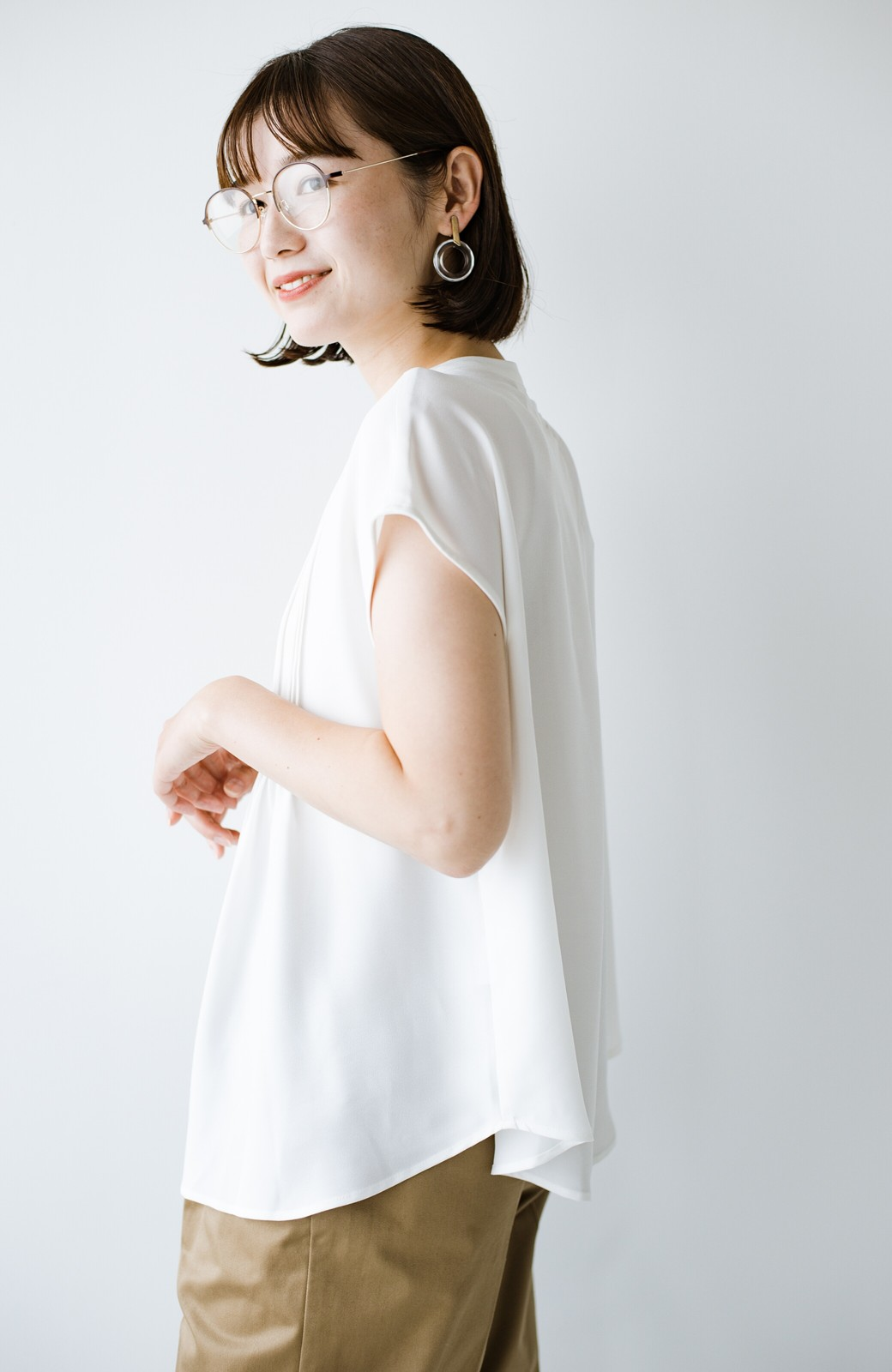 haco! Tシャツの代わりにこれを着といたら女っぽく上品になれる!ほんのり透け感が今っぽいピンタックブラウスby who made me <オフホワイト>の商品写真22