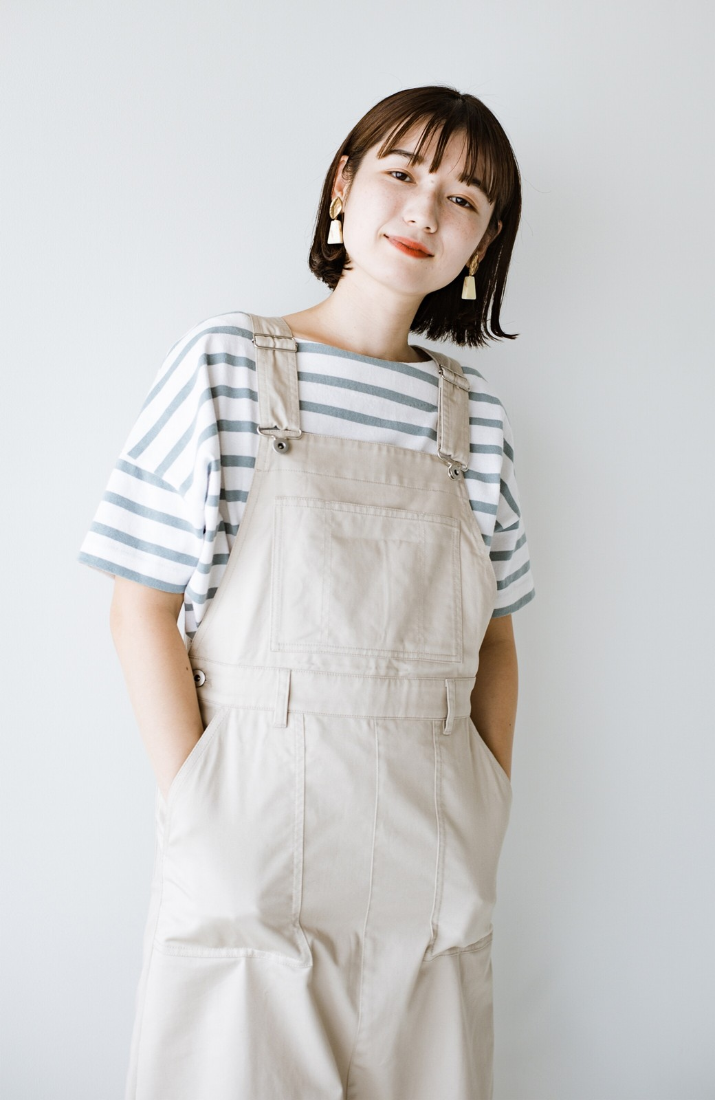 haco! わんぱく女子感も牧場感も回避!Tシャツを合わせるだけでも大人っぽいジャンパースカートby who made me <アイボリー>の商品写真14